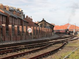 Rails End - Whitby & North Yorkshire - 1010075 - thumbnail photo 10