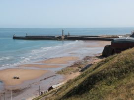 Rails End - Whitby & North Yorkshire - 1010075 - thumbnail photo 13