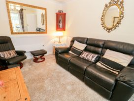 Beach Apartment - North Wales - 1010136 - thumbnail photo 2