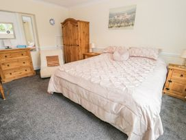 Beach Apartment - North Wales - 1010136 - thumbnail photo 9