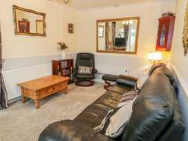 Beach Apartment - North Wales - 1010136 - thumbnail photo 3