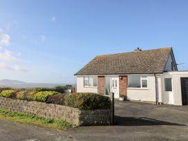 Yr Orsedd - Anglesey - 1010975 - thumbnail photo 1