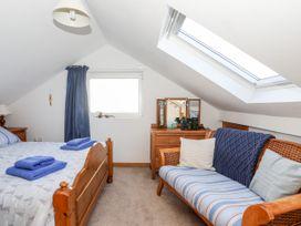 Yr Orsedd - Anglesey - 1010975 - thumbnail photo 18
