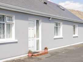 Lake View Cottage - Shancroagh & County Galway - 1011472 - thumbnail photo 2
