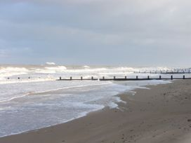 Beach Retreat - North Wales - 1012938 - thumbnail photo 22