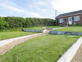 2 Hill View Bungalow - Dorset - 1012951 - thumbnail photo 24