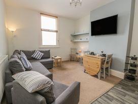 Apartment 17 - Whitby & North Yorkshire - 1013022 - thumbnail photo 3