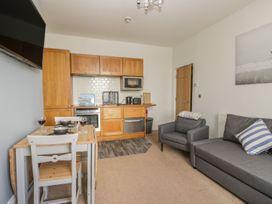 Apartment 17 - Whitby & North Yorkshire - 1013022 - thumbnail photo 4