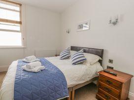 Apartment 17 - Whitby & North Yorkshire - 1013022 - thumbnail photo 11