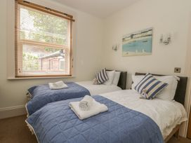 Apartment 17 - Whitby & North Yorkshire - 1013022 - thumbnail photo 14