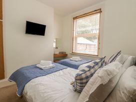 Apartment 17 - Whitby & North Yorkshire - 1013022 - thumbnail photo 15
