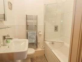 Apartment 17 - Whitby & North Yorkshire - 1013022 - thumbnail photo 16