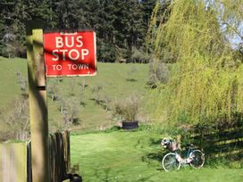 The Red Bus - Winter retreat - Cotswolds - 1013157 - thumbnail photo 3