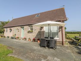 3 bedroom Cottage for rent in Gaerwen