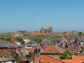 Abbey View Apartment - Whitby & North Yorkshire - 1015811 - thumbnail photo 2