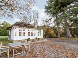 Thatched Pavilion - North Wales - 1015992 - thumbnail photo 2
