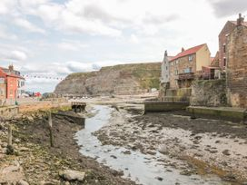 Safe Harbour Cottage - Whitby & North Yorkshire - 1016114 - thumbnail photo 15
