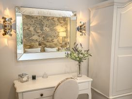 Shutts House Garden Apartment - Somerset & Wiltshire - 1016405 - thumbnail photo 27