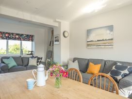 Southcott Apartment - Anglesey - 1016556 - thumbnail photo 3