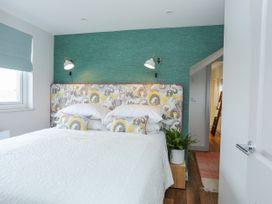 Burton Apartment - Anglesey - 1016558 - thumbnail photo 13