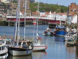 Stakesby House Apartment 3 - Whitby & North Yorkshire - 1017003 - thumbnail photo 16