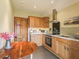 Stakesby House Apartment 3 - Whitby & North Yorkshire - 1017003 - thumbnail photo 8