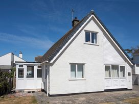 Crows Nest - Rhosneigr - Anglesey - 1017074 - thumbnail photo 1