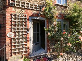 Rose Cottage - Norfolk - 1017570 - thumbnail photo 3