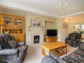 Stakesby House Apartment 1 - North Yorkshire (incl. Whitby) - 1017906 - thumbnail photo 5