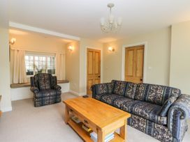 Stakesby House Apartment 1 - North Yorkshire (incl. Whitby) - 1017906 - thumbnail photo 4