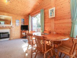16 Amber Wood Lodge - South Coast England - 1021624 - thumbnail photo 6