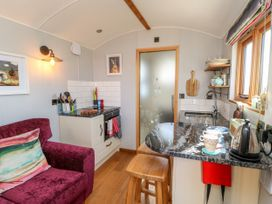 Shepherds Hut - Yorkshire Dales - 1022026 - thumbnail photo 7