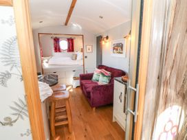 Shepherds Hut - Yorkshire Dales - 1022026 - thumbnail photo 11