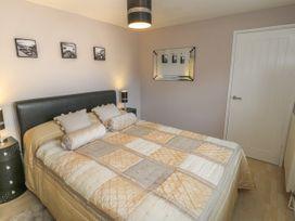 Cartwheel Cottage - Whitby & North Yorkshire - 1022390 - thumbnail photo 8