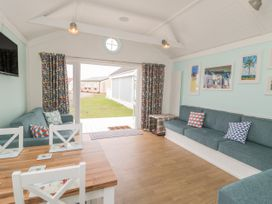Chalet 280 - Whitby & North Yorkshire - 1024141 - thumbnail photo 3