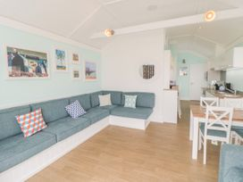 Chalet 280 - Whitby & North Yorkshire - 1024141 - thumbnail photo 6