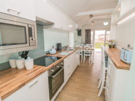 Chalet 280 - Whitby & North Yorkshire - 1024141 - thumbnail photo 8