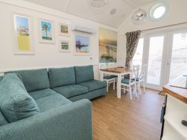 Chalet 279 - Whitby & North Yorkshire - 1024142 - thumbnail photo 2