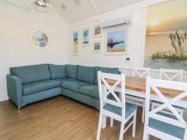 Chalet 279 - Whitby & North Yorkshire - 1024142 - thumbnail photo 4