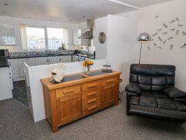 Sea View Apartment - North Wales - 1026229 - thumbnail photo 6