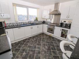 Sea View Apartment - North Wales - 1026229 - thumbnail photo 8