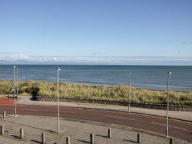 Sea View Apartment - North Wales - 1026229 - thumbnail photo 20