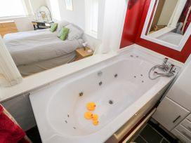Sea View Apartment - North Wales - 1026229 - thumbnail photo 16