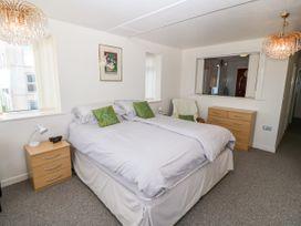 Sea View Apartment - North Wales - 1026229 - thumbnail photo 11