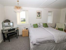 Sea View Apartment - North Wales - 1026229 - thumbnail photo 12