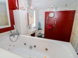 Sea View Apartment - North Wales - 1026229 - thumbnail photo 17