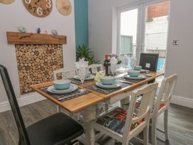 Cosy Coast Cottage - Whitby & North Yorkshire - 1027054 - thumbnail photo 5