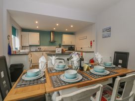 Cosy Coast Cottage - Whitby & North Yorkshire - 1027054 - thumbnail photo 11