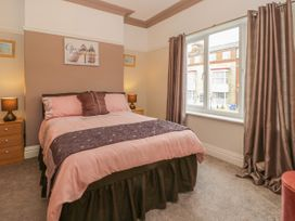 Cosy Coast Cottage - Whitby & North Yorkshire - 1027054 - thumbnail photo 12