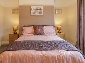 Cosy Coast Cottage - Whitby & North Yorkshire - 1027054 - thumbnail photo 13